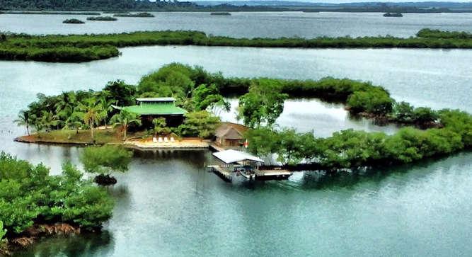 Tropisch eiland te koop